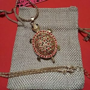 Adorable Betsey Johnson turtle necklace NWT